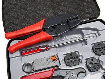 Werkzeugkoffer mit roter Crimpzange