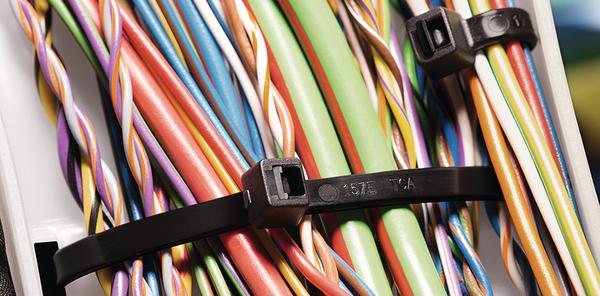 Arbeiten mit Kabelbindern